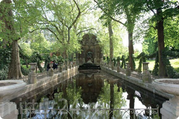 1450258349_luxembourg_gardens_paris_medici_fountain_3